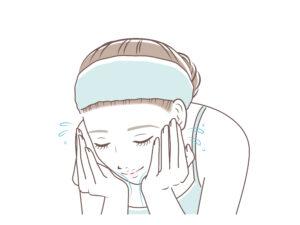 ダブル洗顔している女性